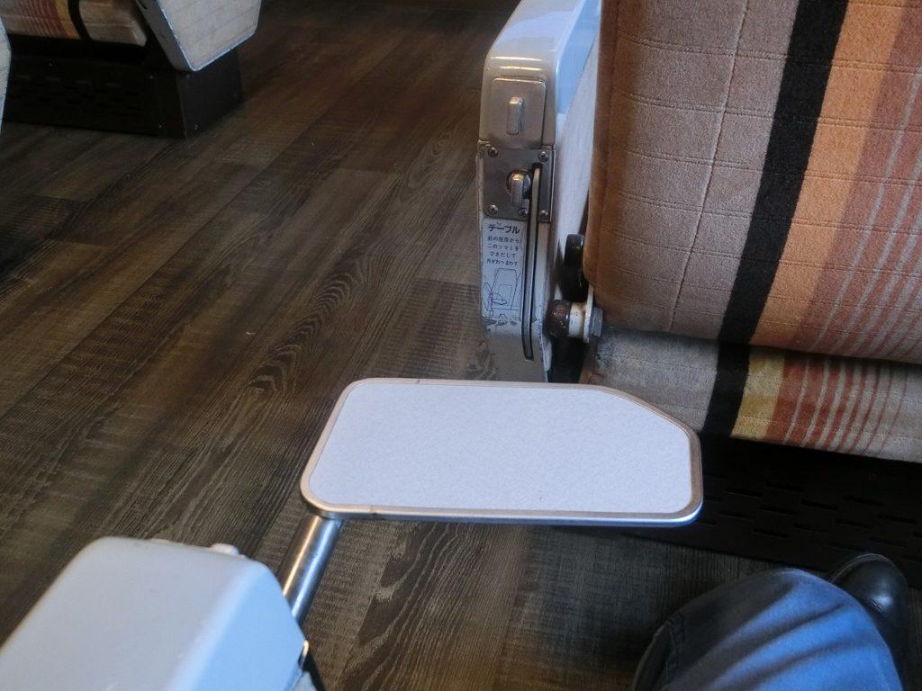 かなや本店休憩所の椅子のテーブル