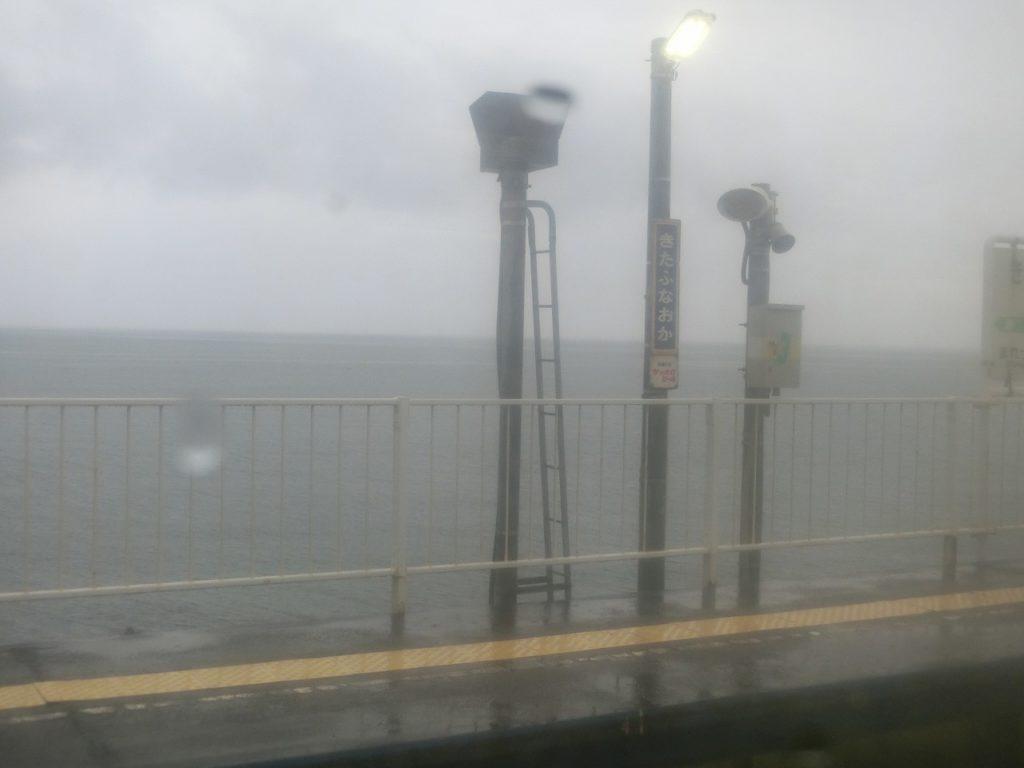 海のすぐそばにある室蘭本線北舟岡駅