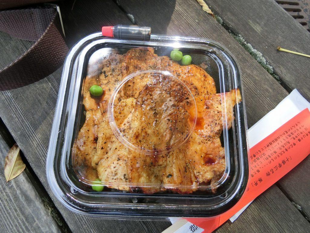 帯広駅で買った「ぶたはげ」の豚丼。