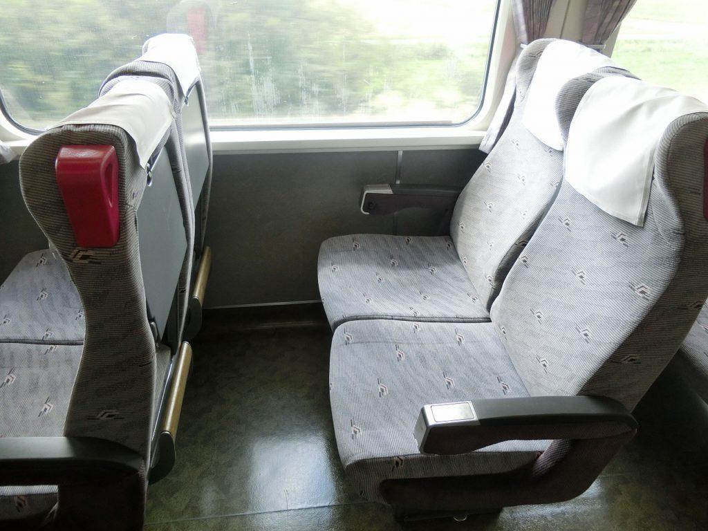 タンチョウが描かれた釧路らしいキハ283系の座席