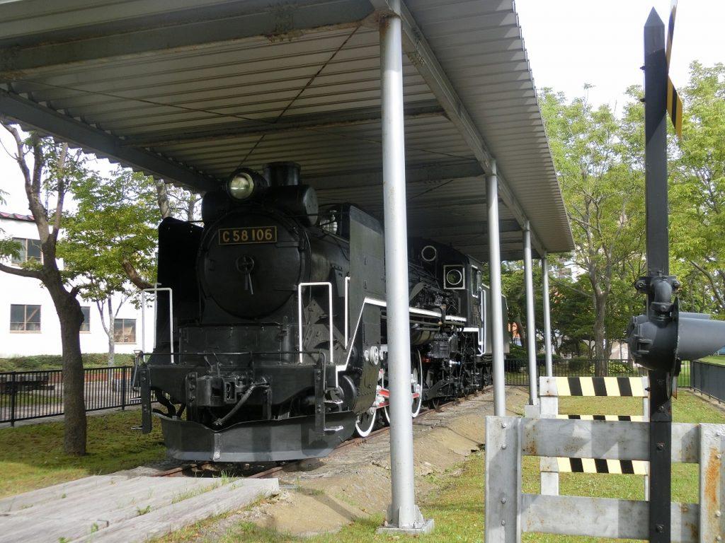 釧路駅近くの幸町公園にはSLがある