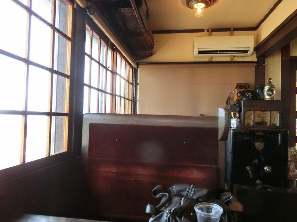 釧網本線の北浜駅のレストラン「停車場」の店内