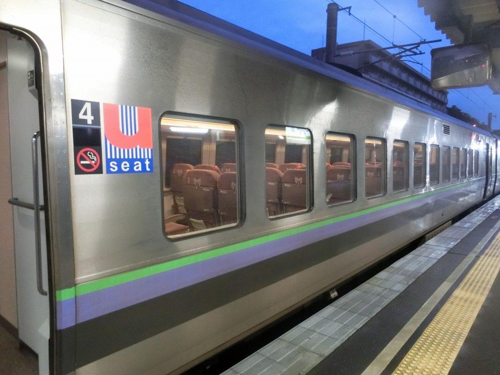 789系1000番台の指定席車両の小型窓