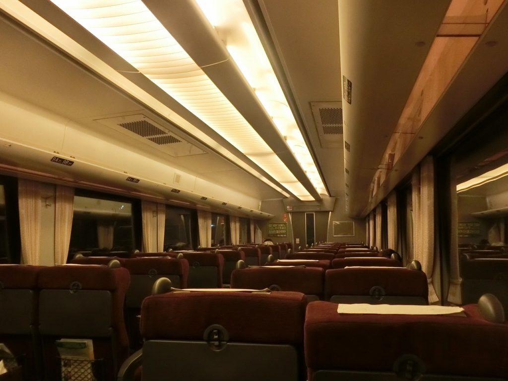 785系自由席車両の照明や荷物棚