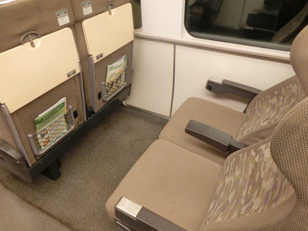785系のuシート、指定席車両のコンセント付きの座席