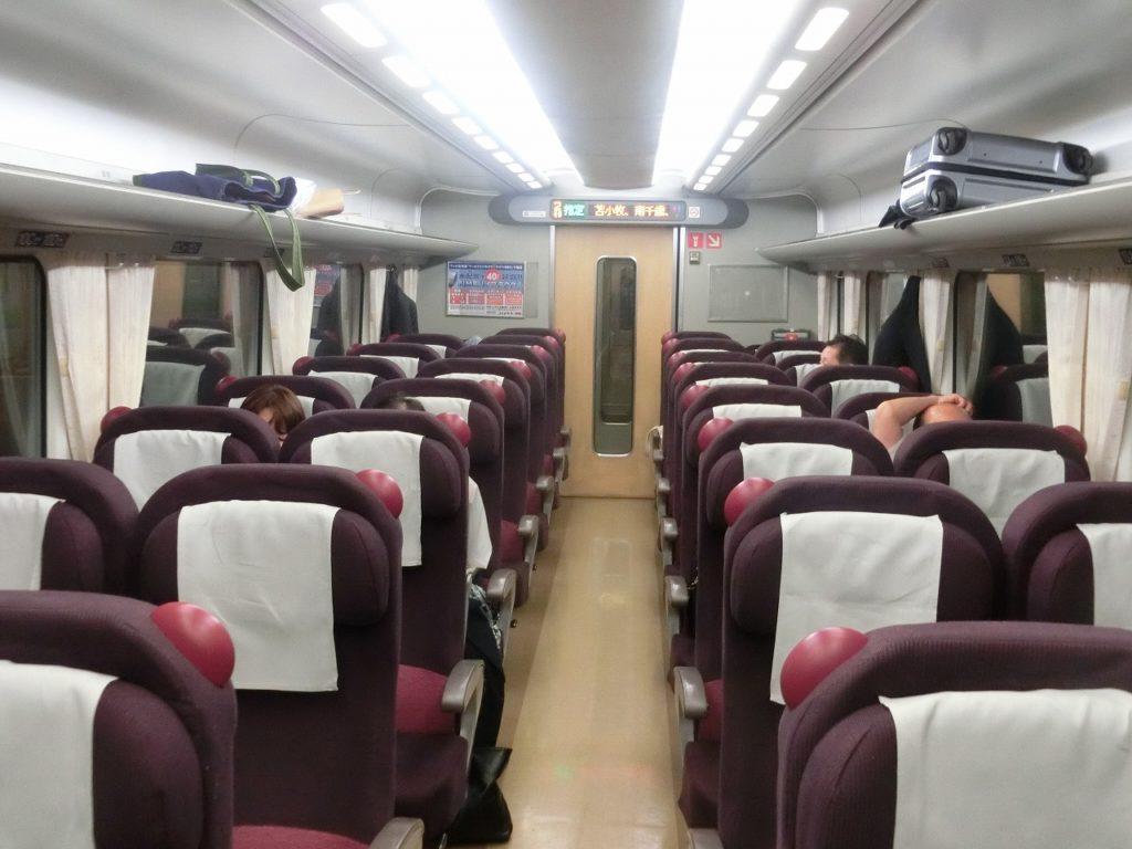キハ281系普通車指定席の車内