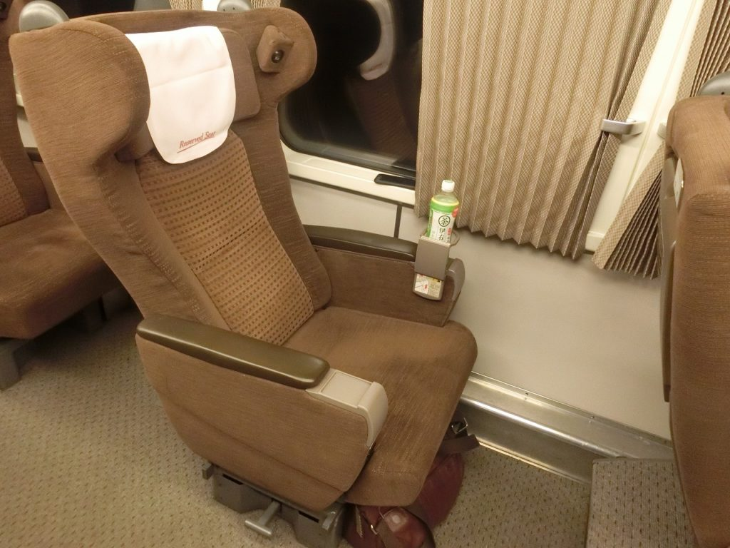 キハ281系グリーン車の座席