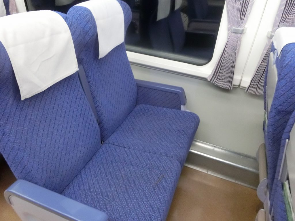 キハ281系自由席の座席