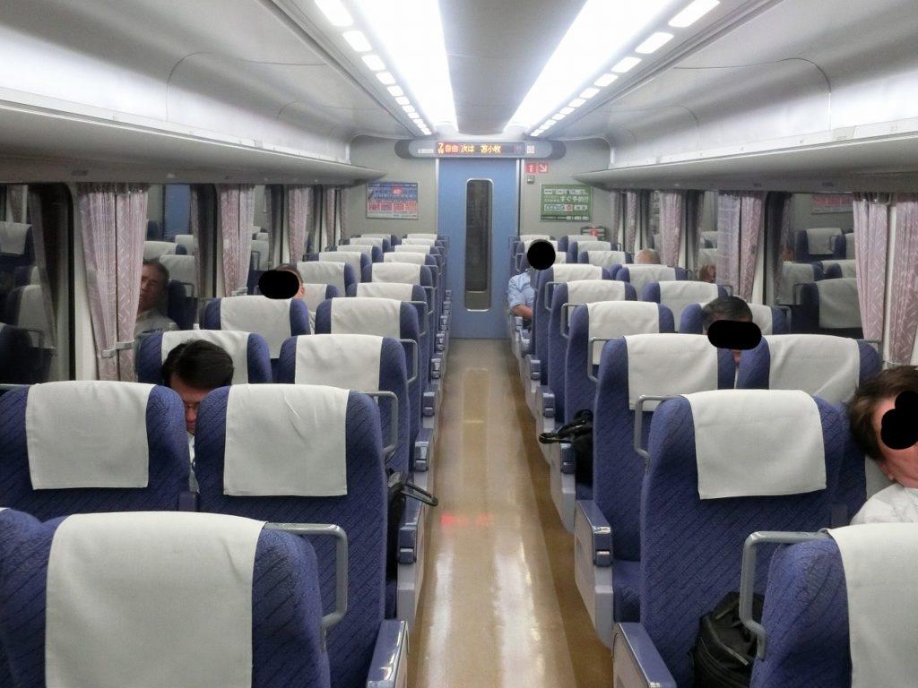 キハ281系自由席の車内