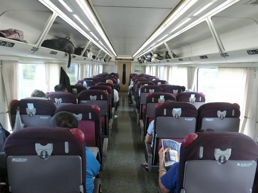 キハ283系の普通車指定席の車内