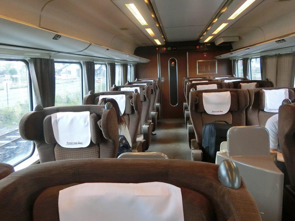 キハ283系のグリーン車の車内