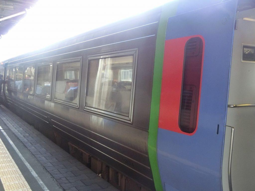 キハ283系の車体側面