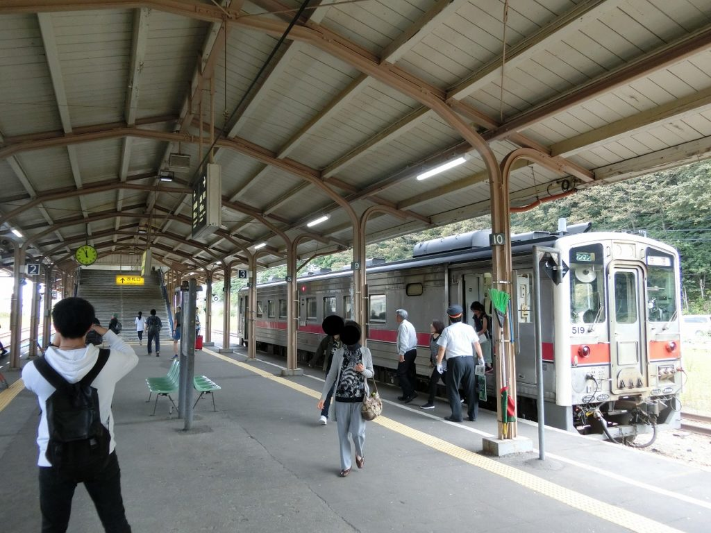 網走駅に到着した釧網本線「しれとこ摩周号」