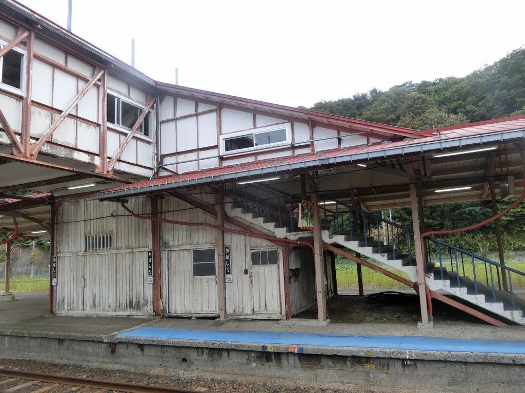網走駅の木造の跨線橋