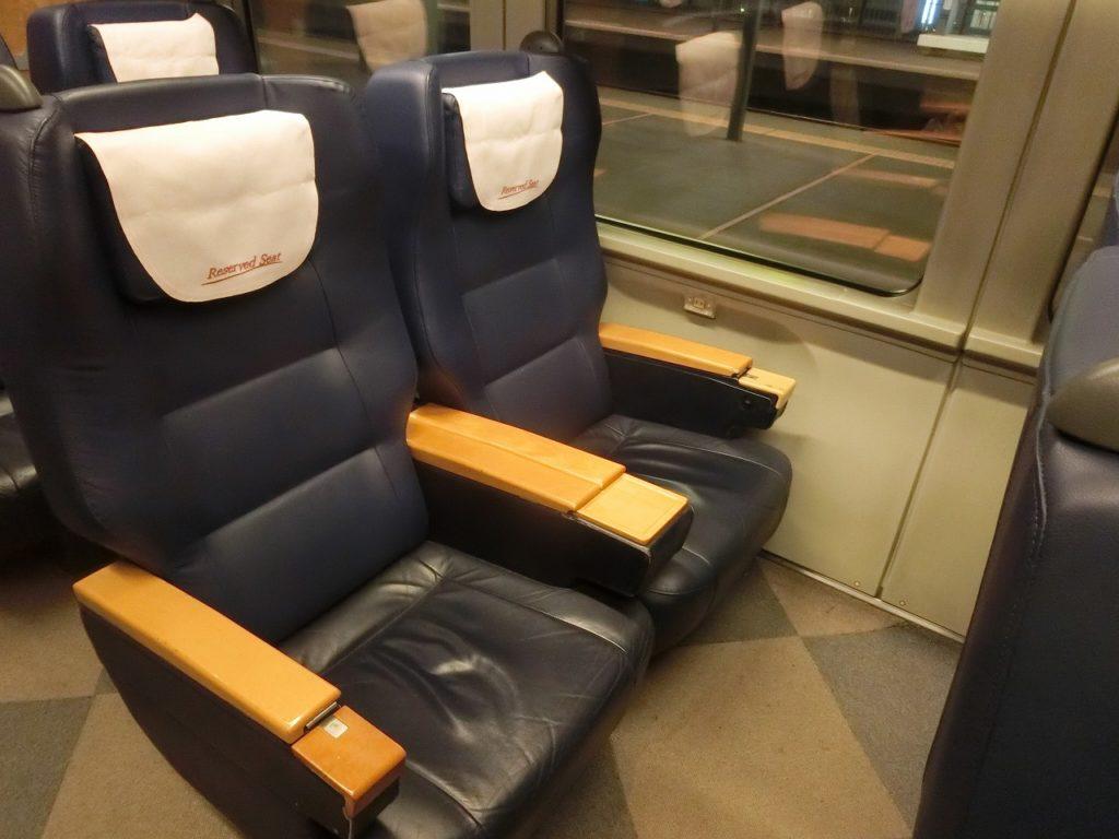 キハ261系グリーン車の座席