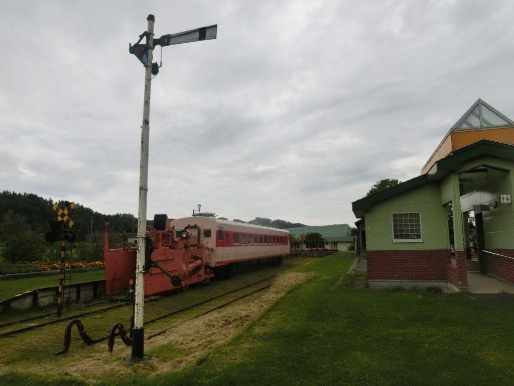 上興部鉄道資料館の腕木式信号機や踏切