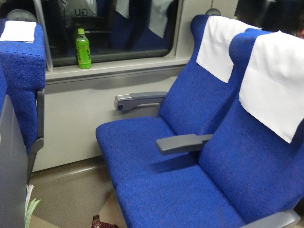 キハ261系普通車の座席
