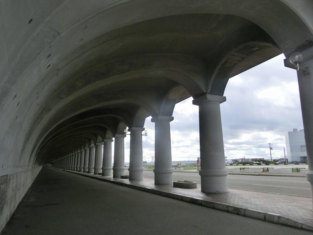 稚内駅近くにある北防波堤ドーム内部