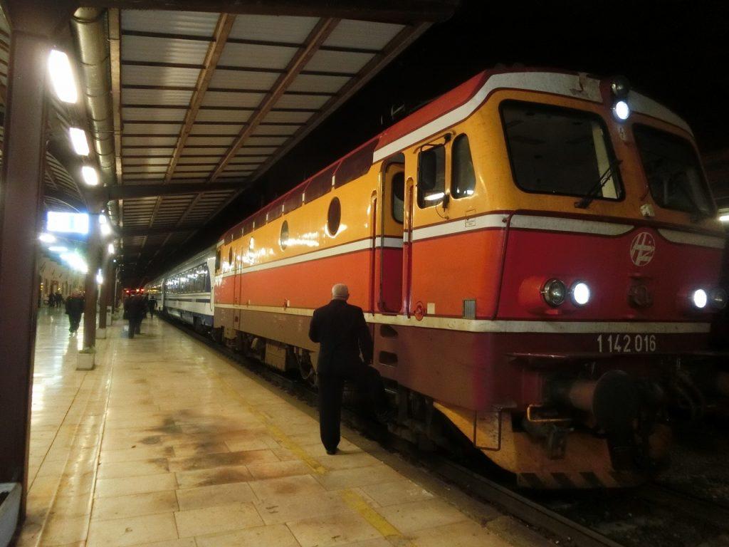 ザグレブ駅のユーロナイト「リシンスキー」