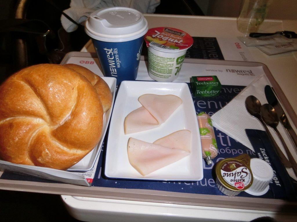 オーストリア国鉄ナイトジェットの朝食