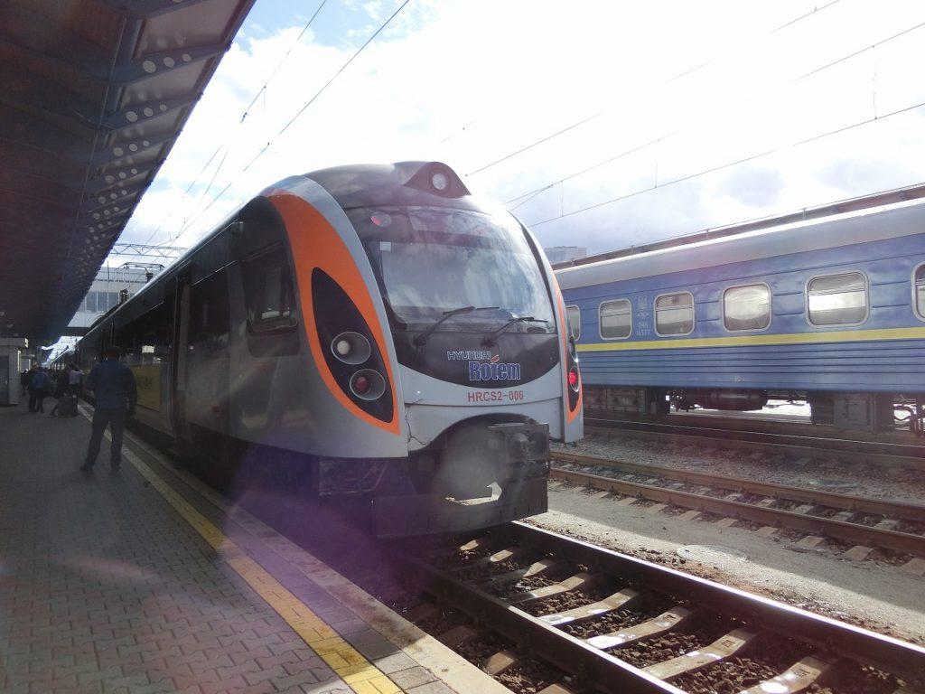 ウクライナ鉄道の韓国製インターシティ+