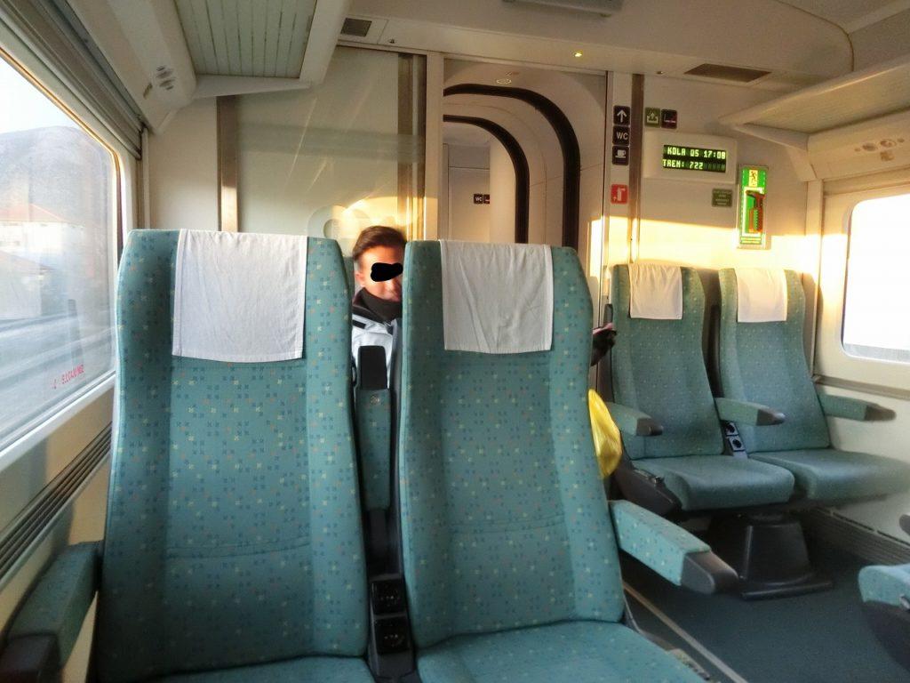 ボスニアヘルツェゴビナの特急列車の車内