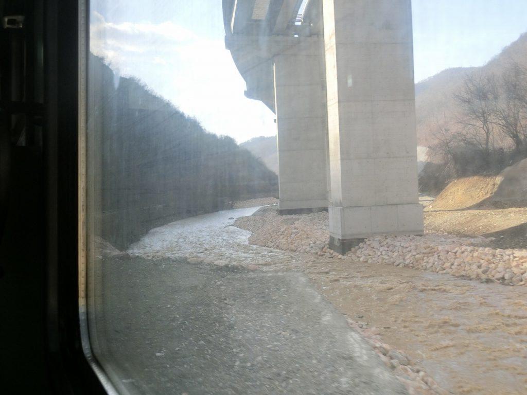 コソボ鉄道の車窓