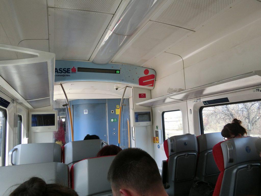 北マケドニア共和国鉄道の新型車両の車内