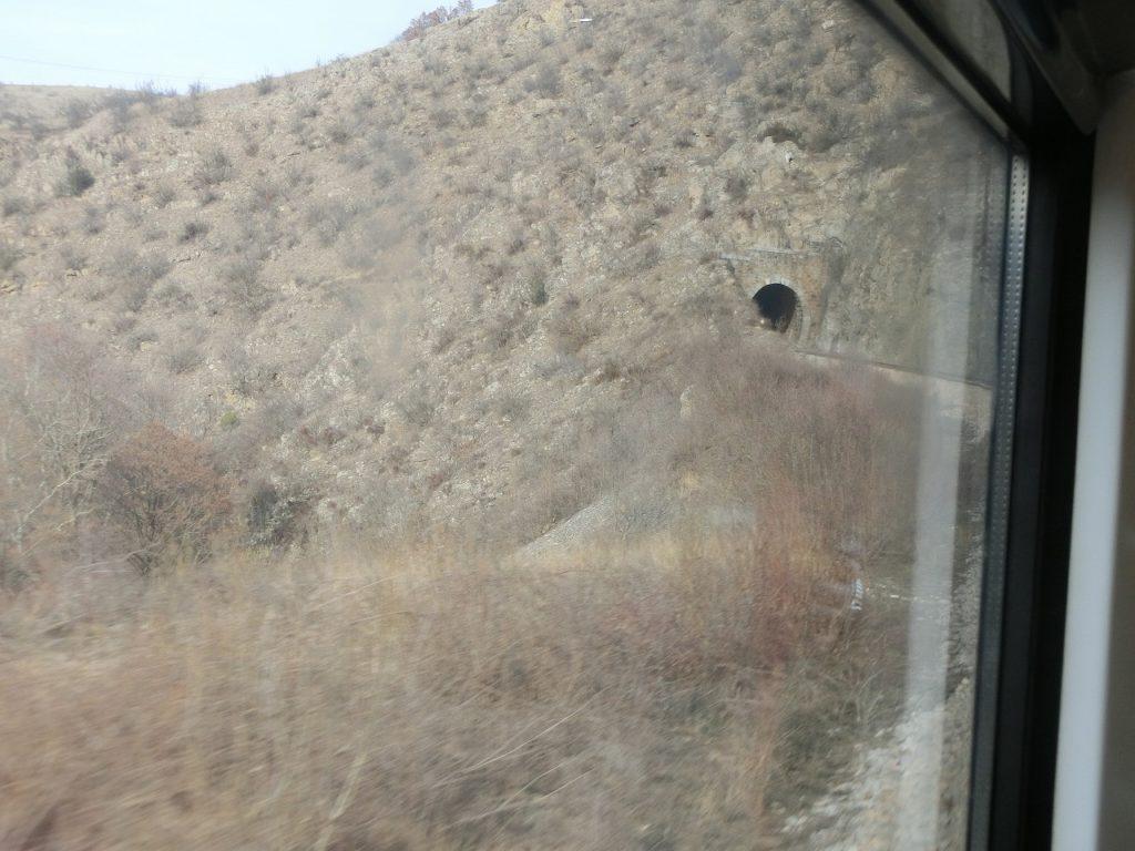 北マケドニア共和国、ビトラからスコピエまでの鉄道の車窓