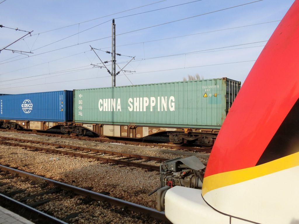 中国企業のコンテナを載せたマケドニア鉄道の貨物列車