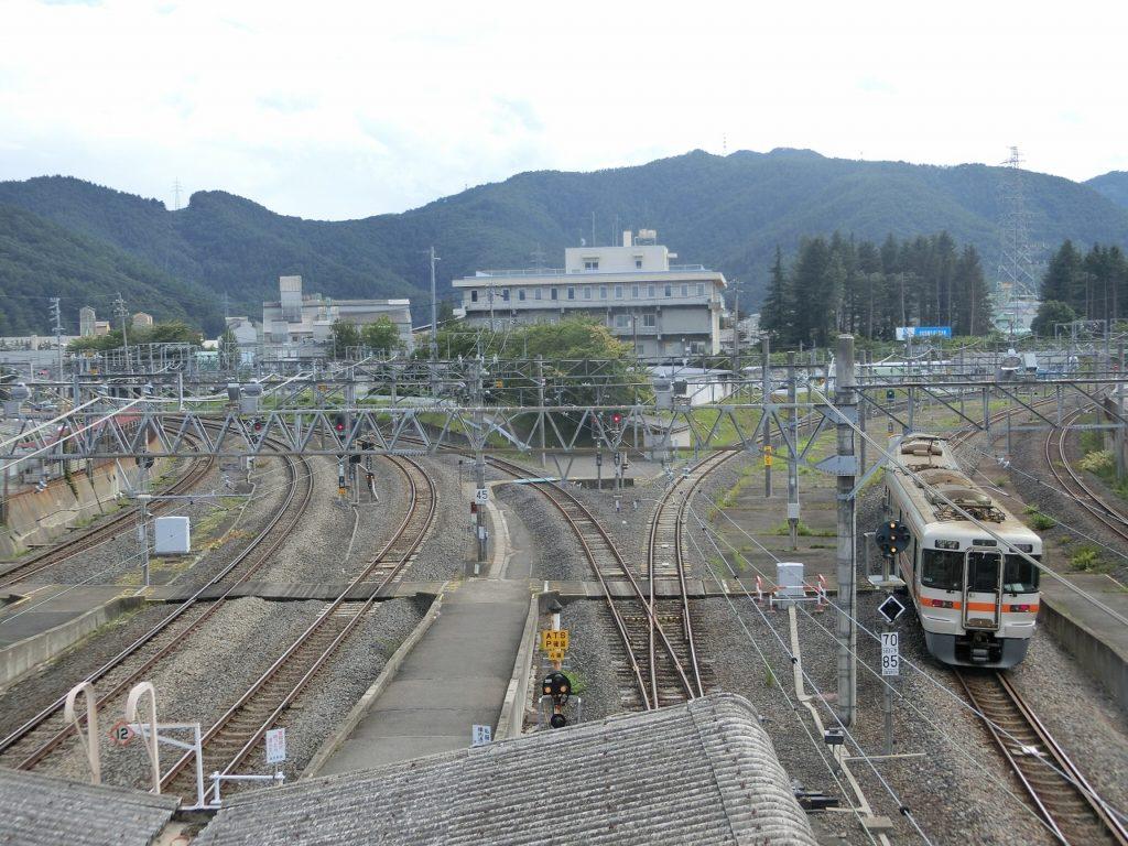 塩尻駅の線路