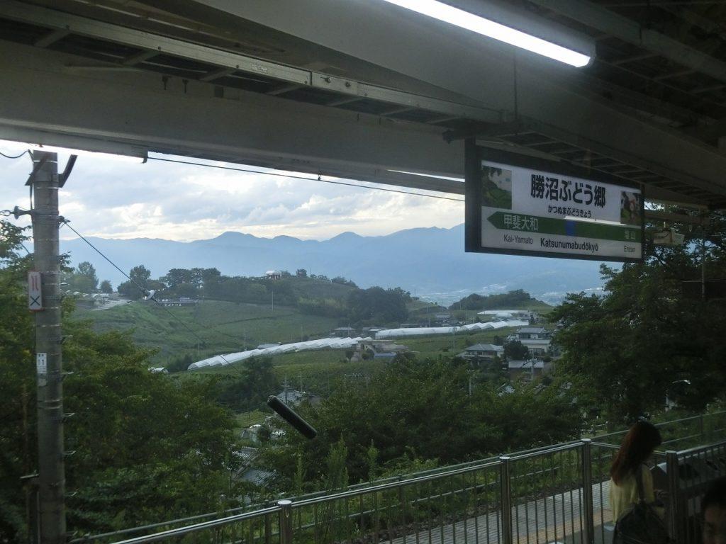 パノラマが広がる勝沼ぶどう郷駅