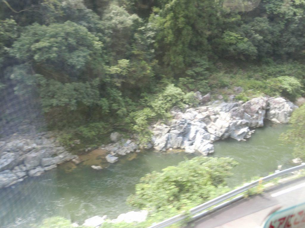 中央本線の土岐市駅付近の車窓