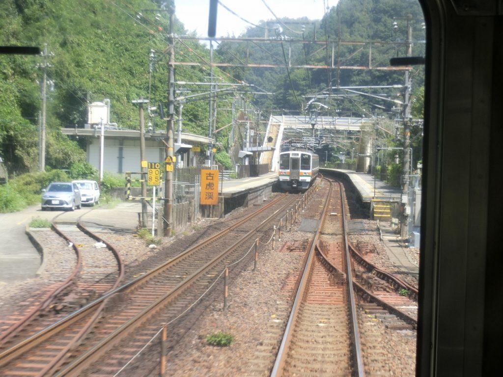 中央本線の古虎渓駅と旧線の線路