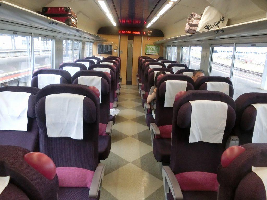 キハ261系1000番台の普通車指定席の車内
