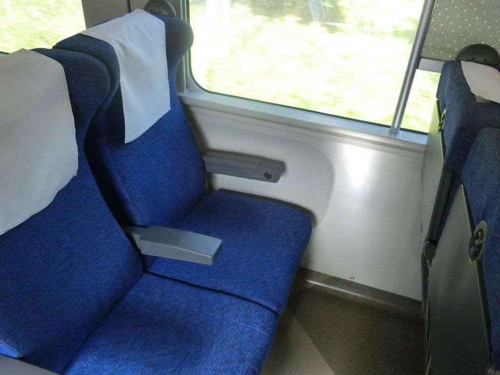 キハ261系1000番台の普通車自由席の座席