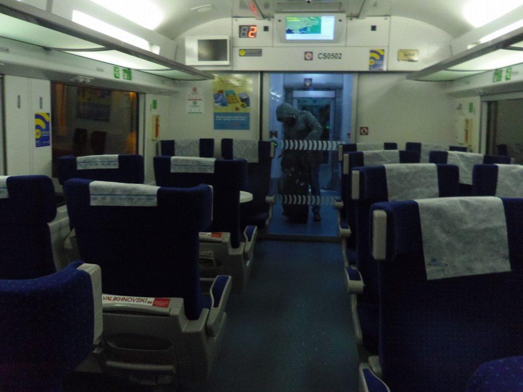 ウクライナ鉄道のインターシティ+の1等車の車内