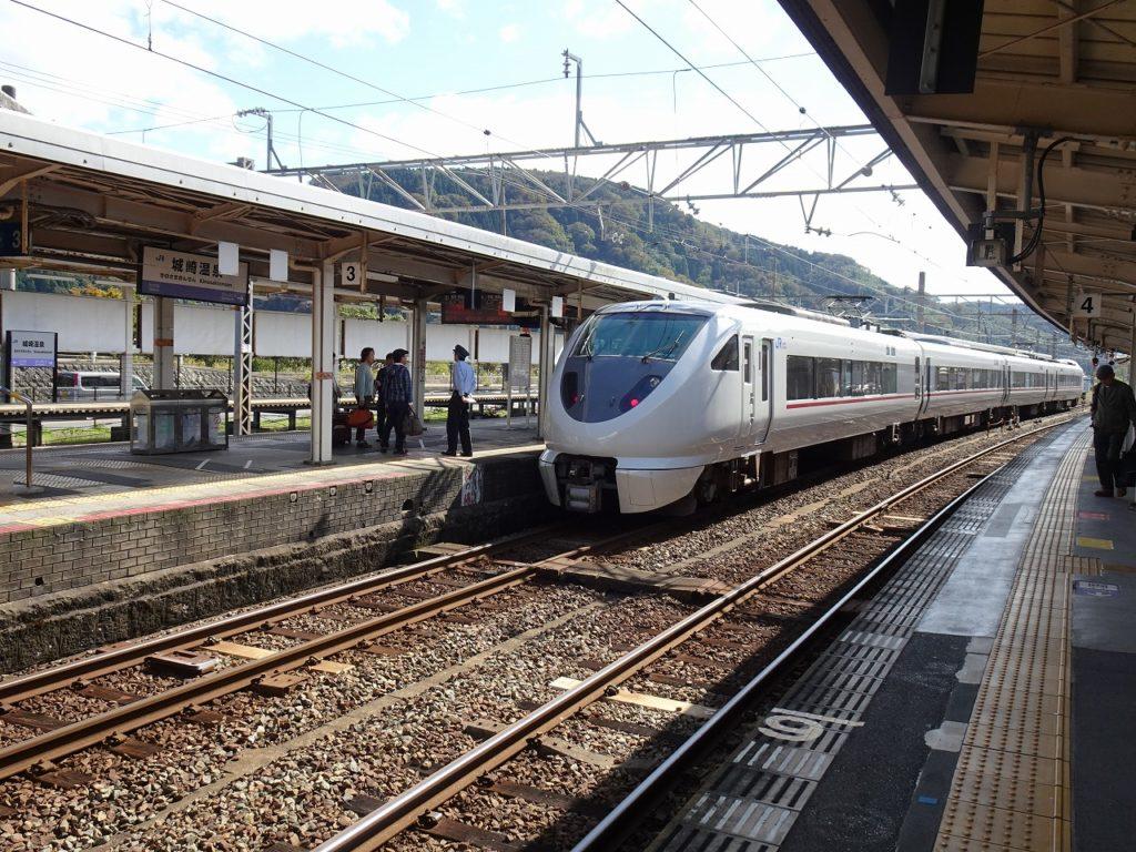 城崎温泉駅と289系「こうのとり」