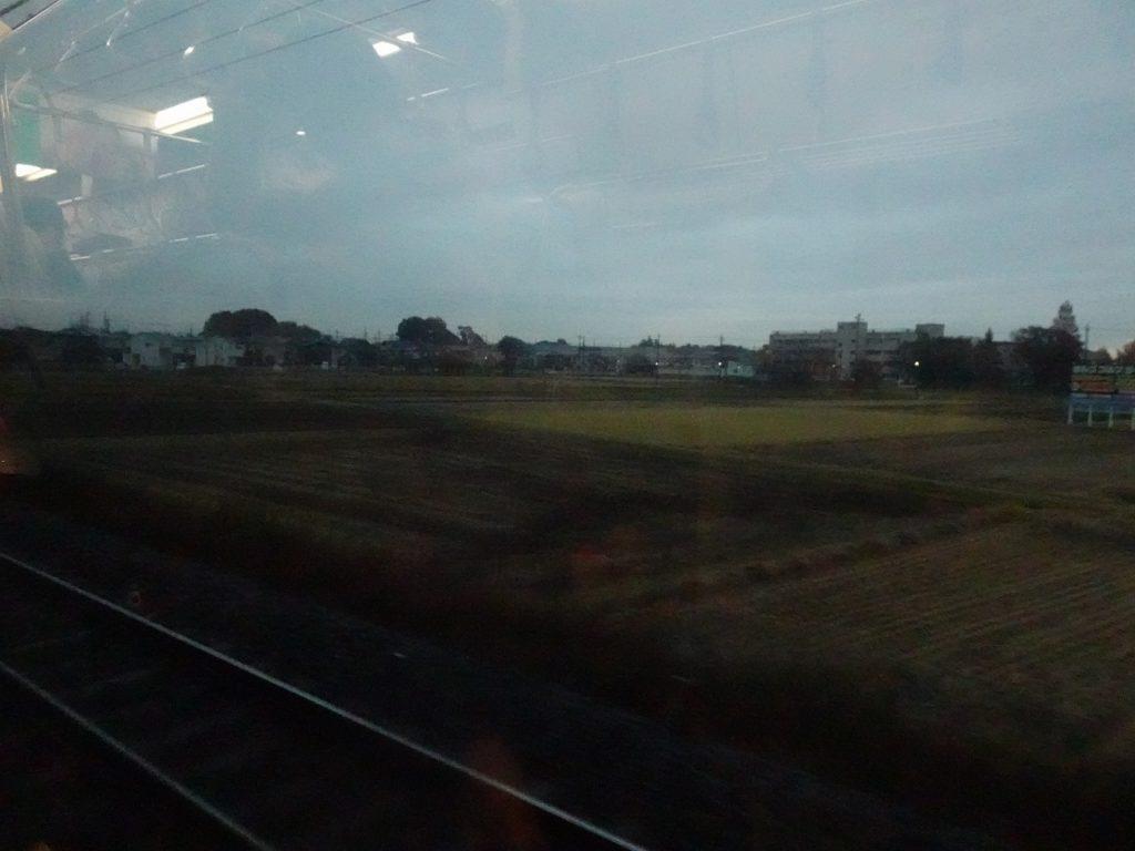 東北本線の蓮田駅付近の車窓