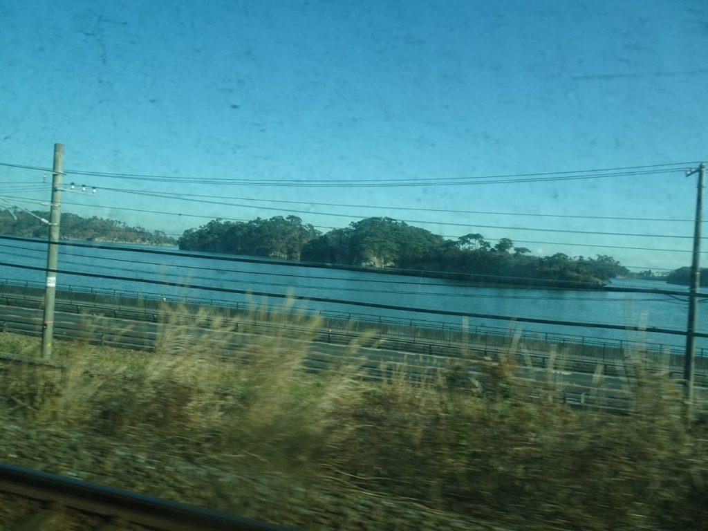東北本線からの松島の眺め