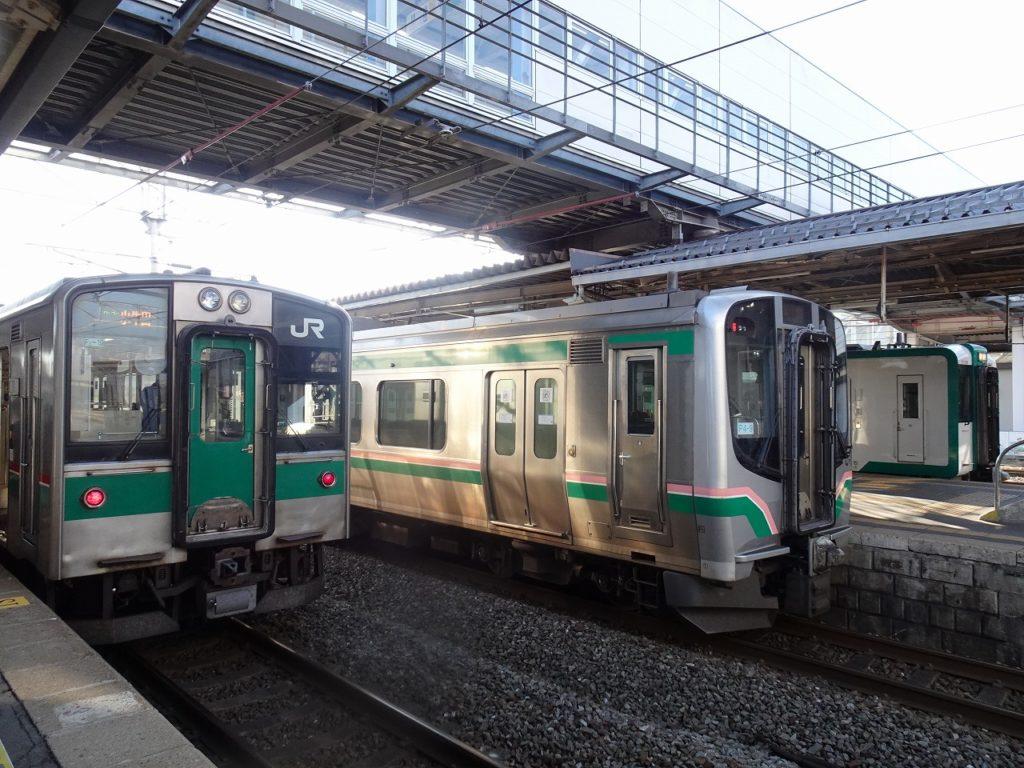 小牛田駅に並ぶ列車