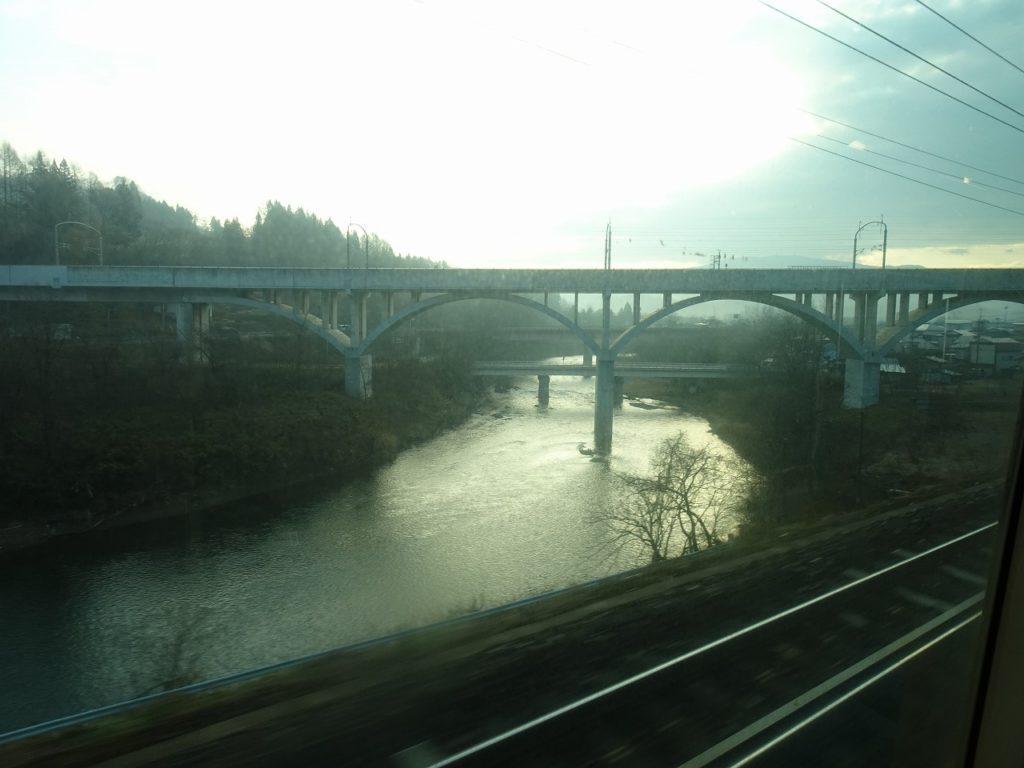 青い森鉄道から見る新幹線の高架橋