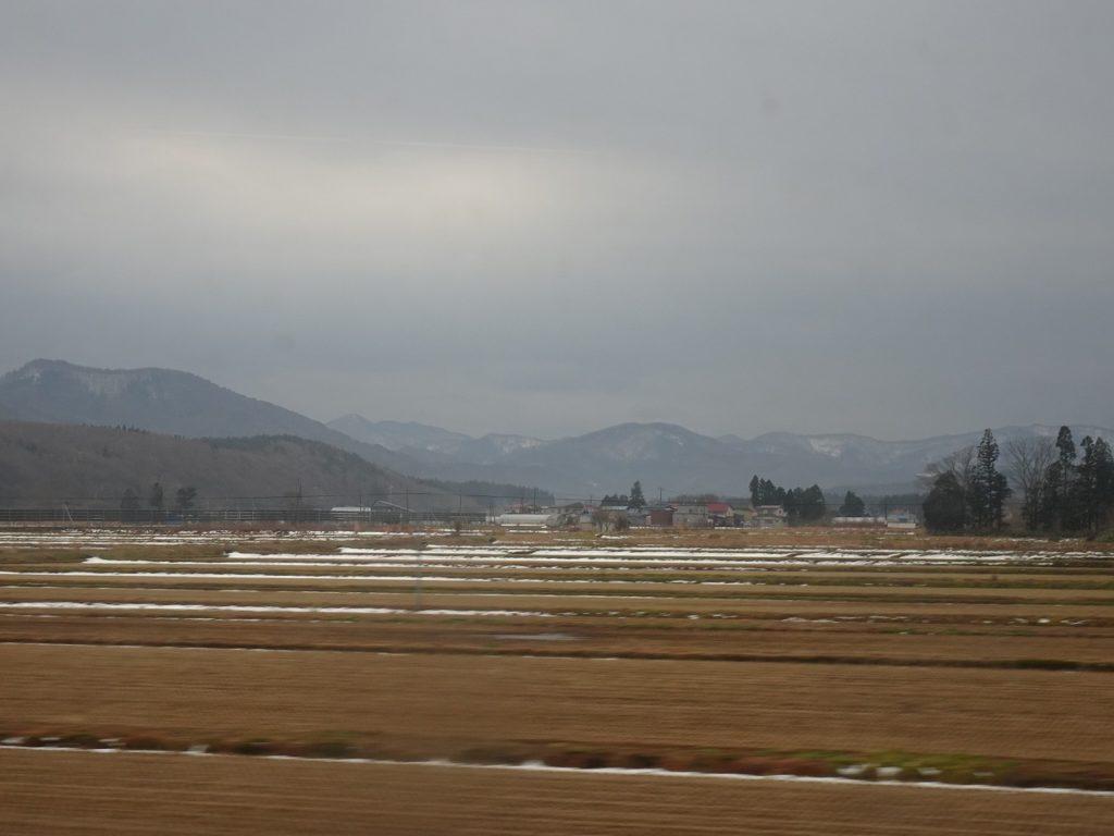 青い森鉄道より八甲田山を望む。