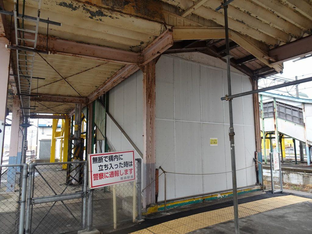 青森駅の青函連絡船への跨線橋跡