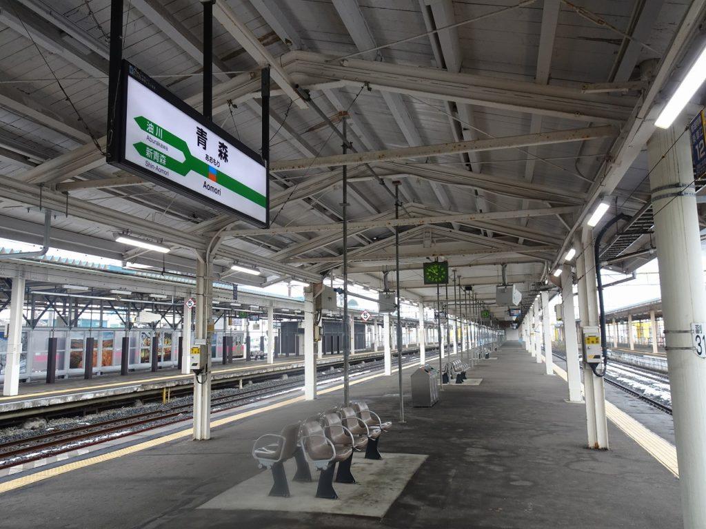 青森駅の長いホーム