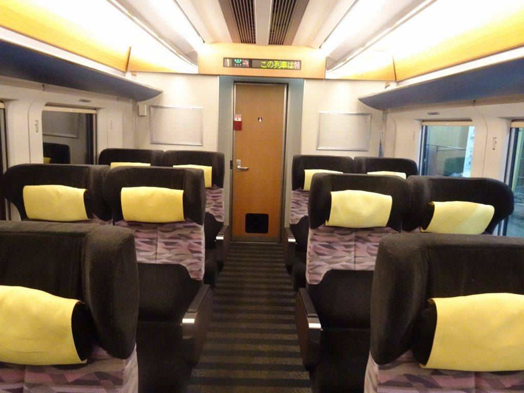 E751系のグリーン車の車内