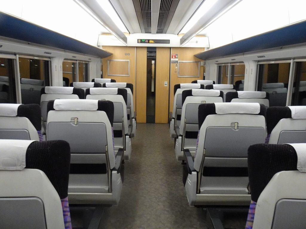 E751系の普通車の車内