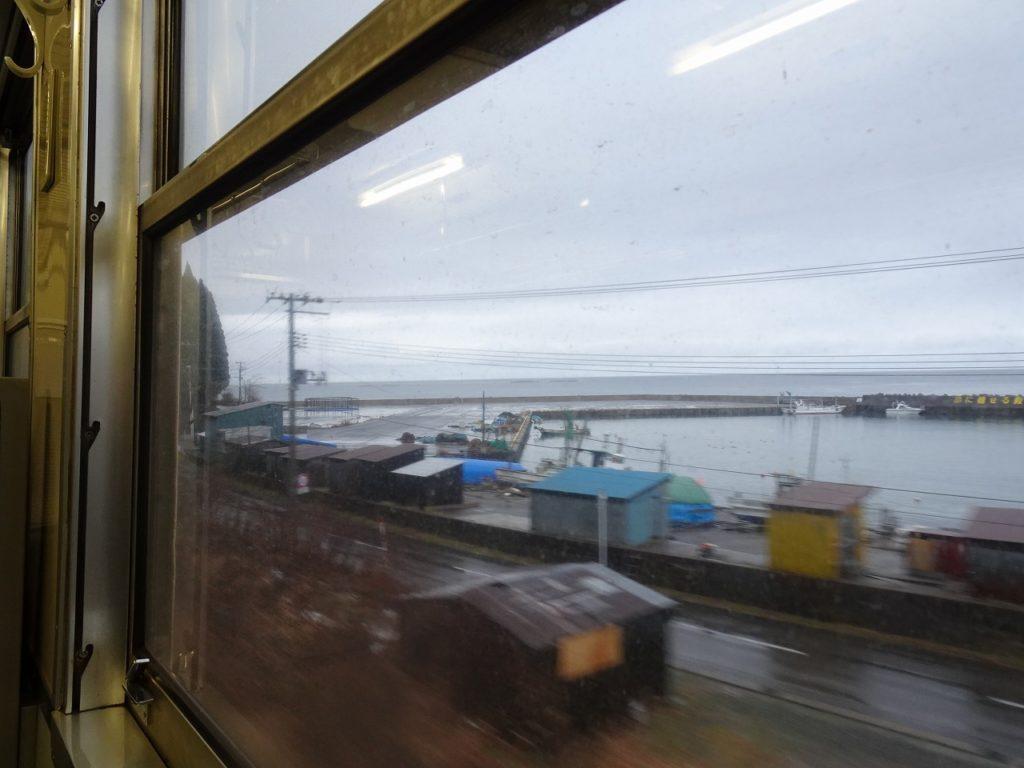 津軽線三厩駅付近の車窓