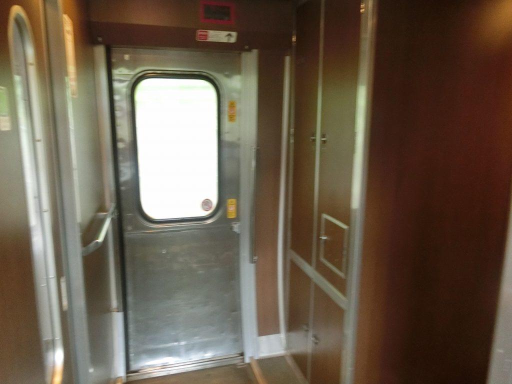 381系やくもの乗降ドア