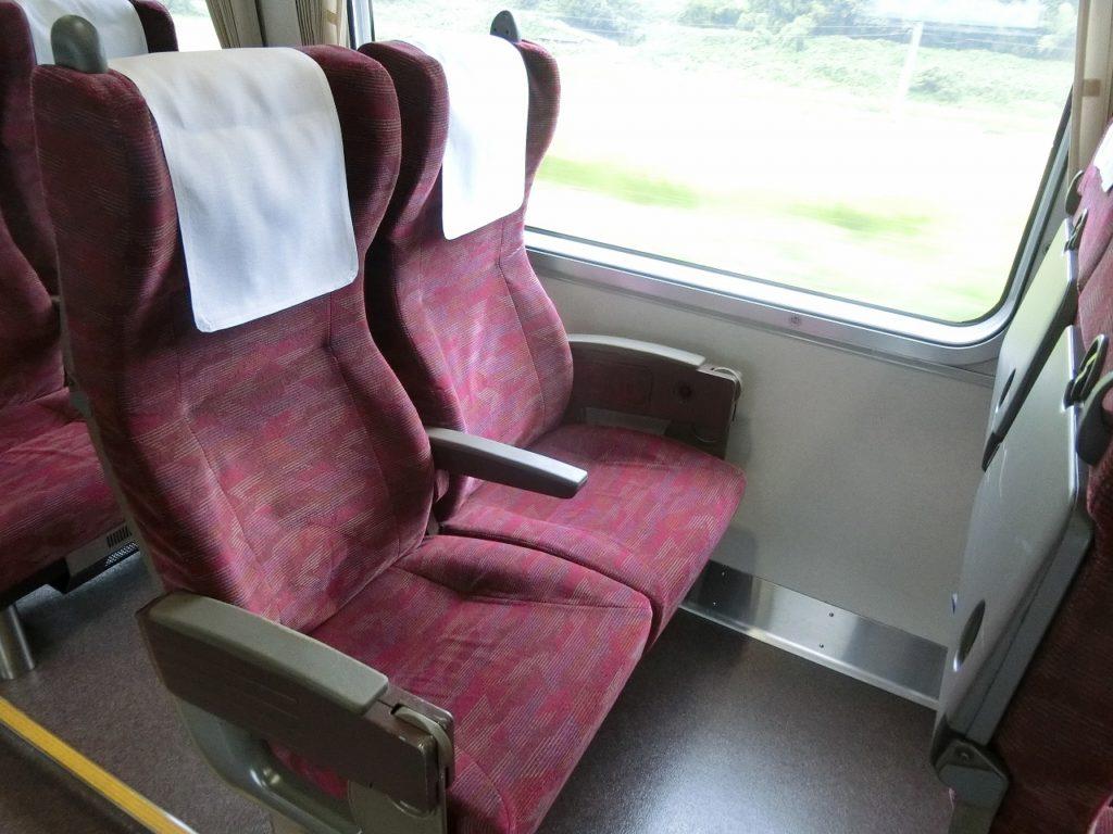 381系やくもの普通車の座席